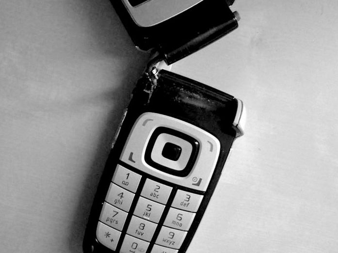 Broken cellphone by Stacy K/Flickr/CC BY-CC-SA 2.0